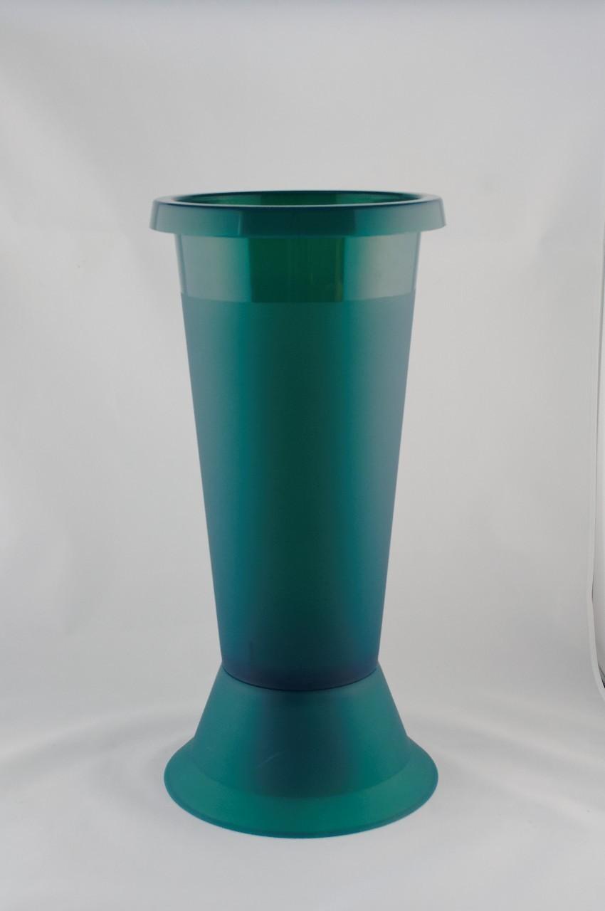 Vaza mare din plastic de culoare verde